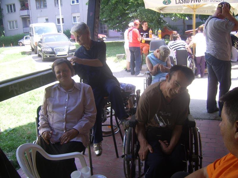 Donacija šivaće mašine udruženju oboljelih od cerebralne paralize