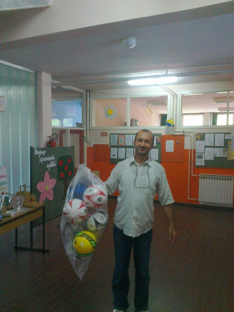 """Donacija lopti za fizičko vaspitanje OŠ """"Drvetine"""", Rovna"""