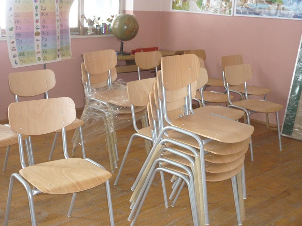 """Donacija školske table i stolica OŠ """"Petar Petrović Njegoš"""", Krivaja - Prijedor"""